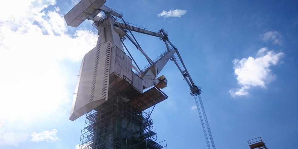 """Naprawa posadowienia łożyska wielkogabarytowego żurawia portowego Kone w stoczni """"Crist"""" w Gdyni"""