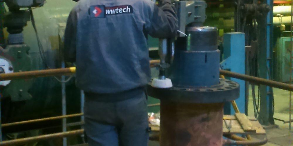 Szlifowanie powierzchni maszynami przenośnymi w elektrowni konwencjonalnej w Czechach